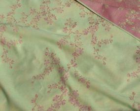 Image from http://www.slingomama.nl/en/didymos-discontinued-models/784-didymos-cherry-blossom-4-20-m.html
